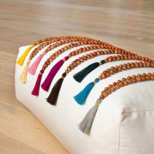 MÁLA - nyaklánc szantálfából, sárga színű zsinórral, 108 szemes