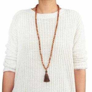 MÁLA - nyaklánc szantálfából, ezüstszürke színű zsinórral, 108 szemes